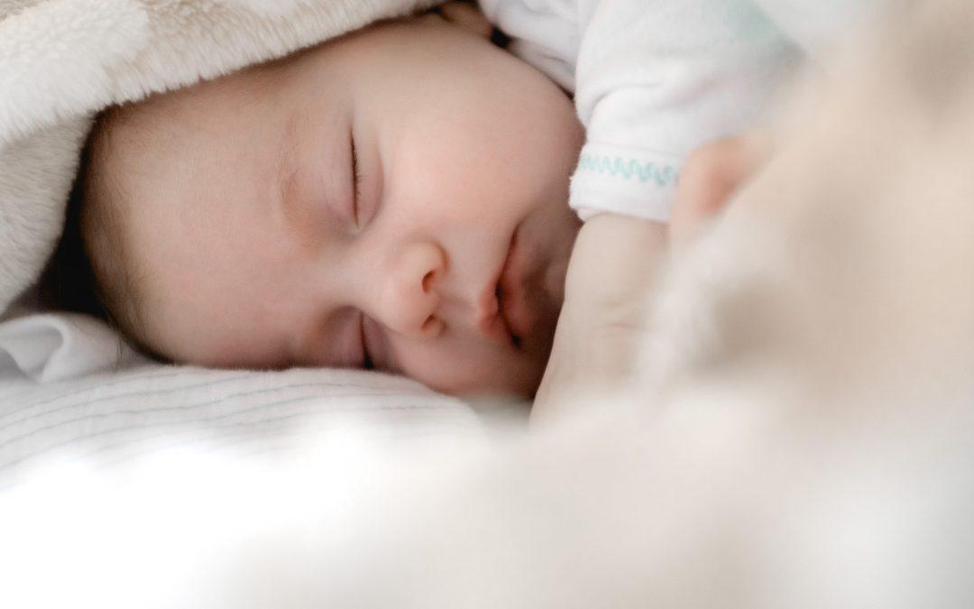 Le calendrier de sommeil pour la première année de votre bébé 😴