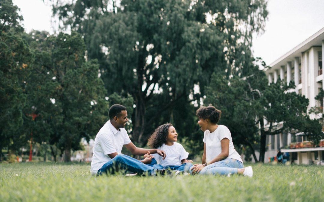 15 gestes écologiques quotidiens à adopter avec votre famille 🌿
